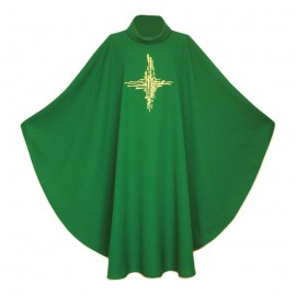 Ornat  zielony z  złotym  haftowanym Krzyżem
